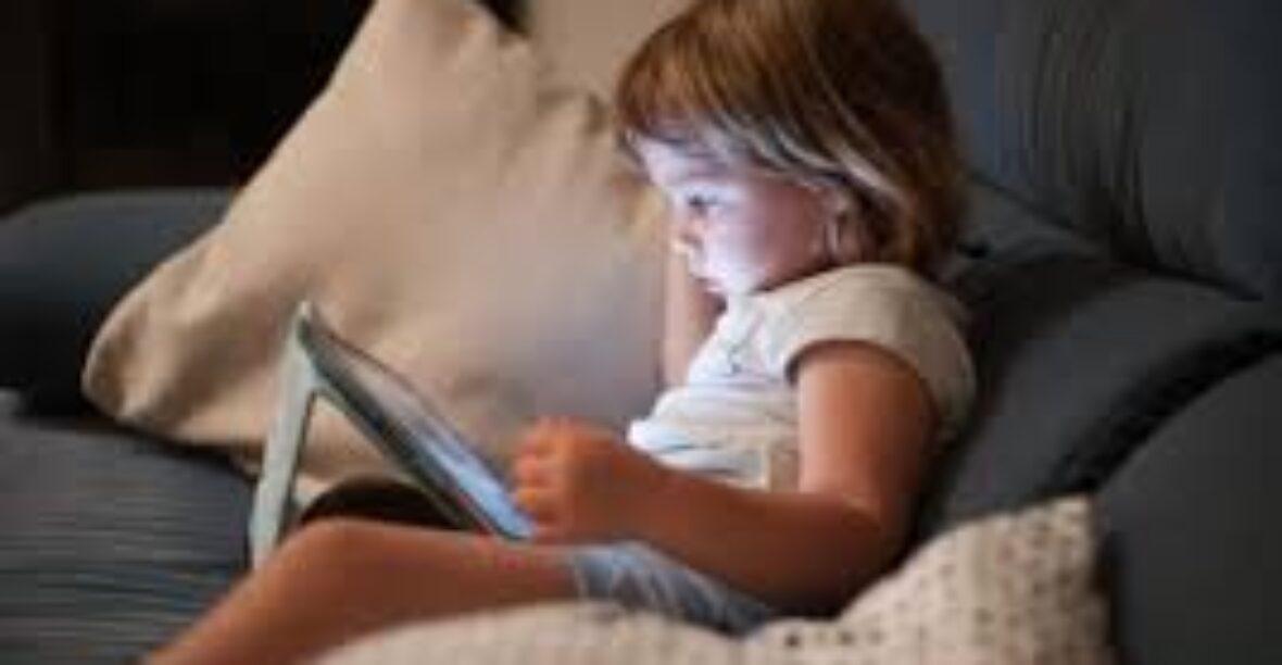 Niños y el exceso de tecnología. Un daño silencioso y peligroso